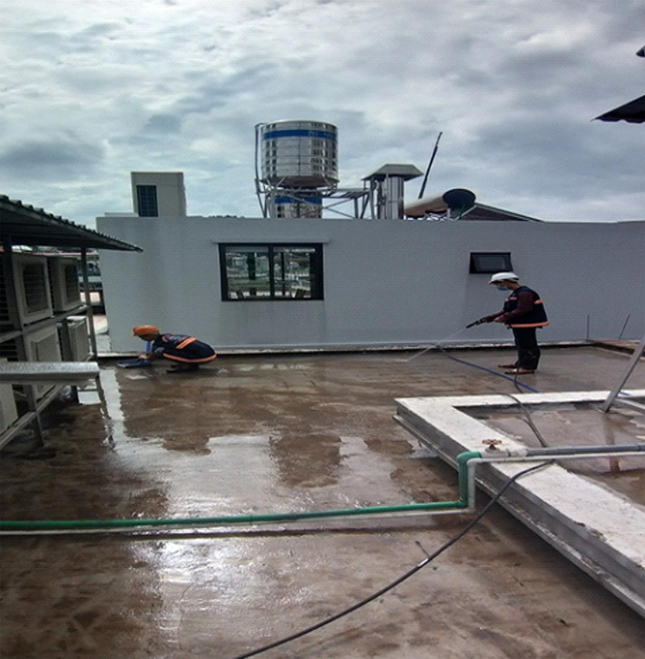 chong dot ban cong san thuong 2 - Chống thấm ban công sân thượng uy tín tại TPHCM