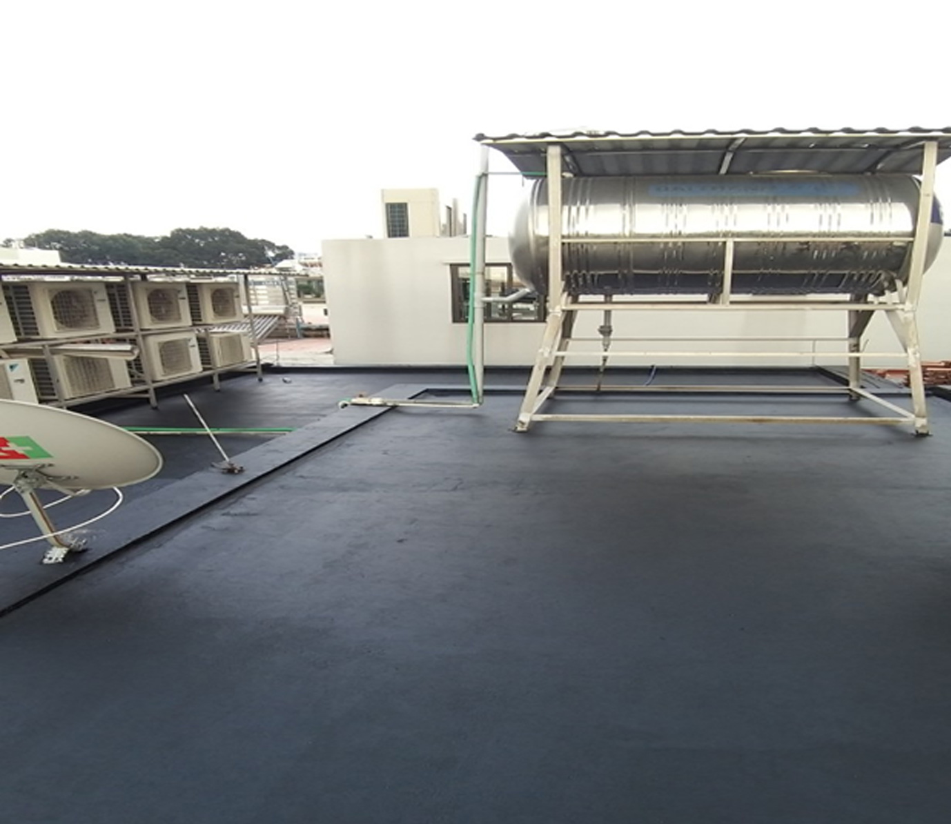 chong dot ban cong san thuong 6 - Chống thấm ban công sân thượng uy tín tại TPHCM