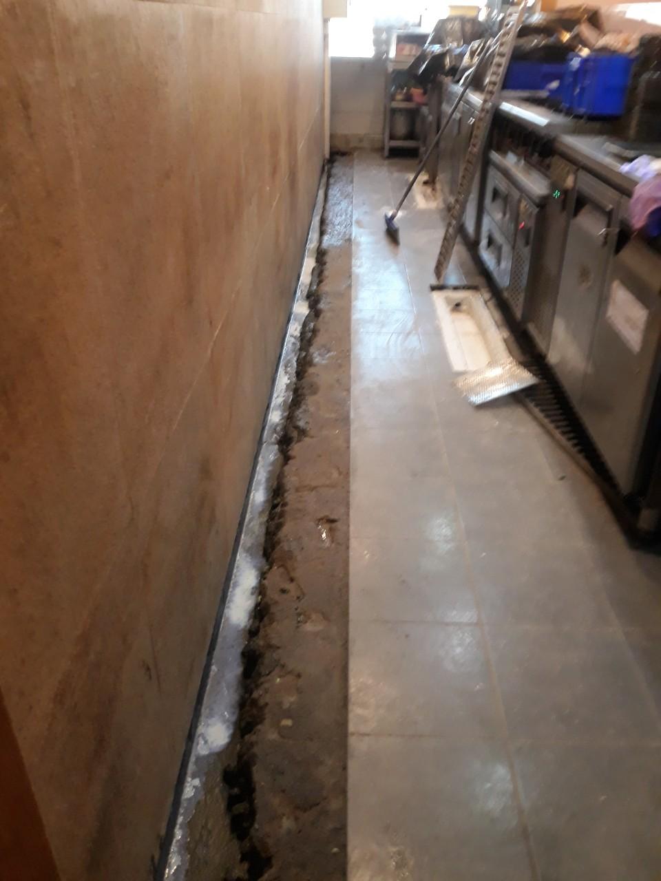 sua chua san bep - 5 Lưu ý về sàn của hệ thống bếp nhà hàng