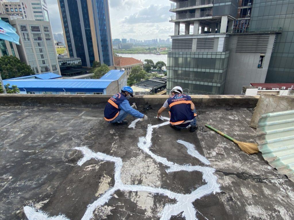 cach chong tham san thuong bi nut 1 1024x767 - Cách chống thấm sân thượng bị nứt đơn giản và hết thấm 100%
