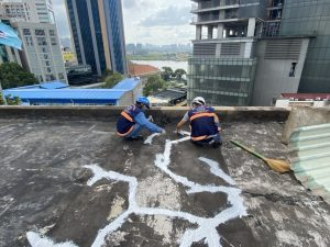 cach chong tham san thuong bi nut 1 300x225 - Cách chống thấm sân thượng bị nứt đơn giản và hết thấm 100%