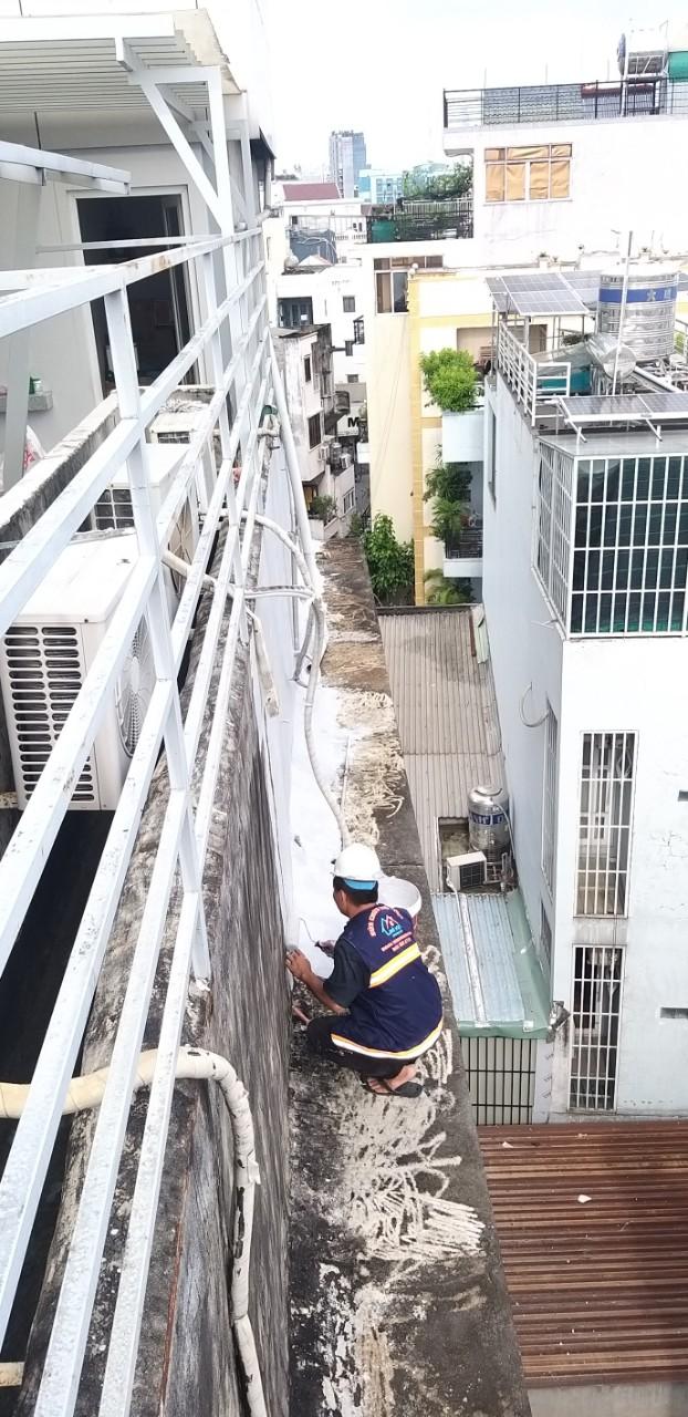 cach chong tham tuong nha cu moi xay bi nut 4 - Cách chống thấm tường nhà triệt để 100% - tiết kiệm chi phí