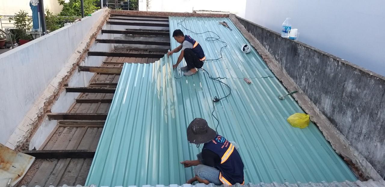 chong dot mai ton tphcm 1 - Thợ Chống dột mái tôn TP Hồ Chí Minh triệt để 100%