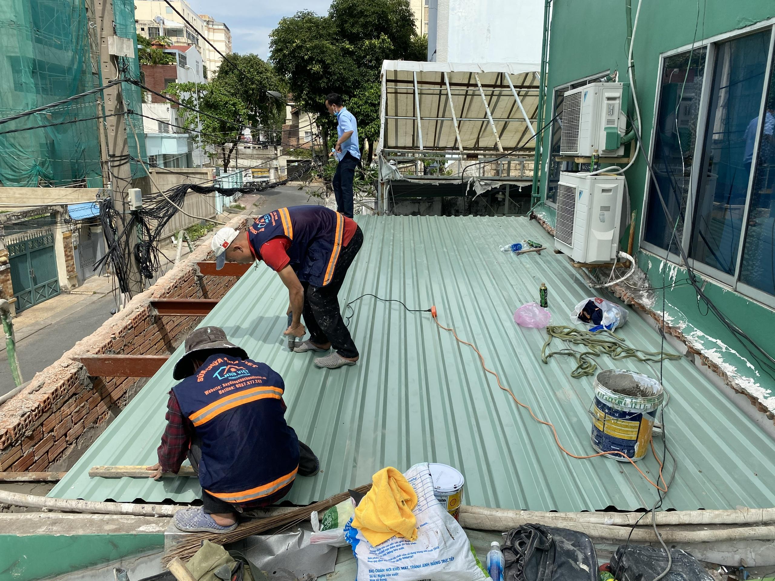 chong dot mai ton tphcm 3 - Thợ Chống dột mái tôn TP Hồ Chí Minh triệt để 100%