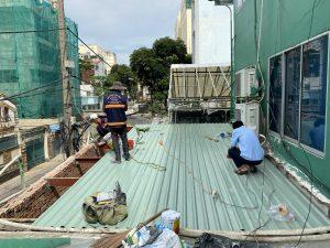 chong dot mai ton tphcm 6 300x225 - Thợ Chống dột mái tôn TP Hồ Chí Minh triệt để 100%