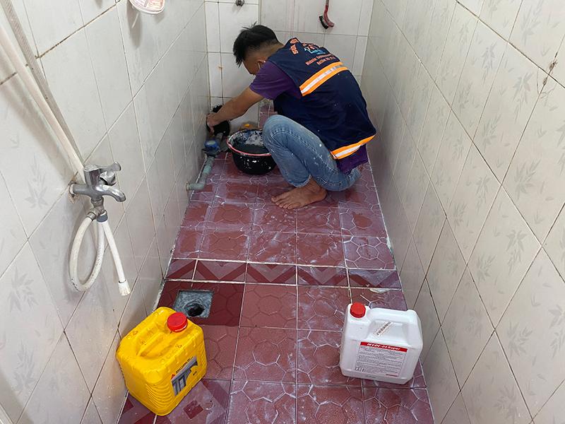 chong tham nha ve sinh bang hop chat sika 3 - 3 vật liệu chống thấm nhà vệ sinh tốt nhất, đảm bảo hết thấm