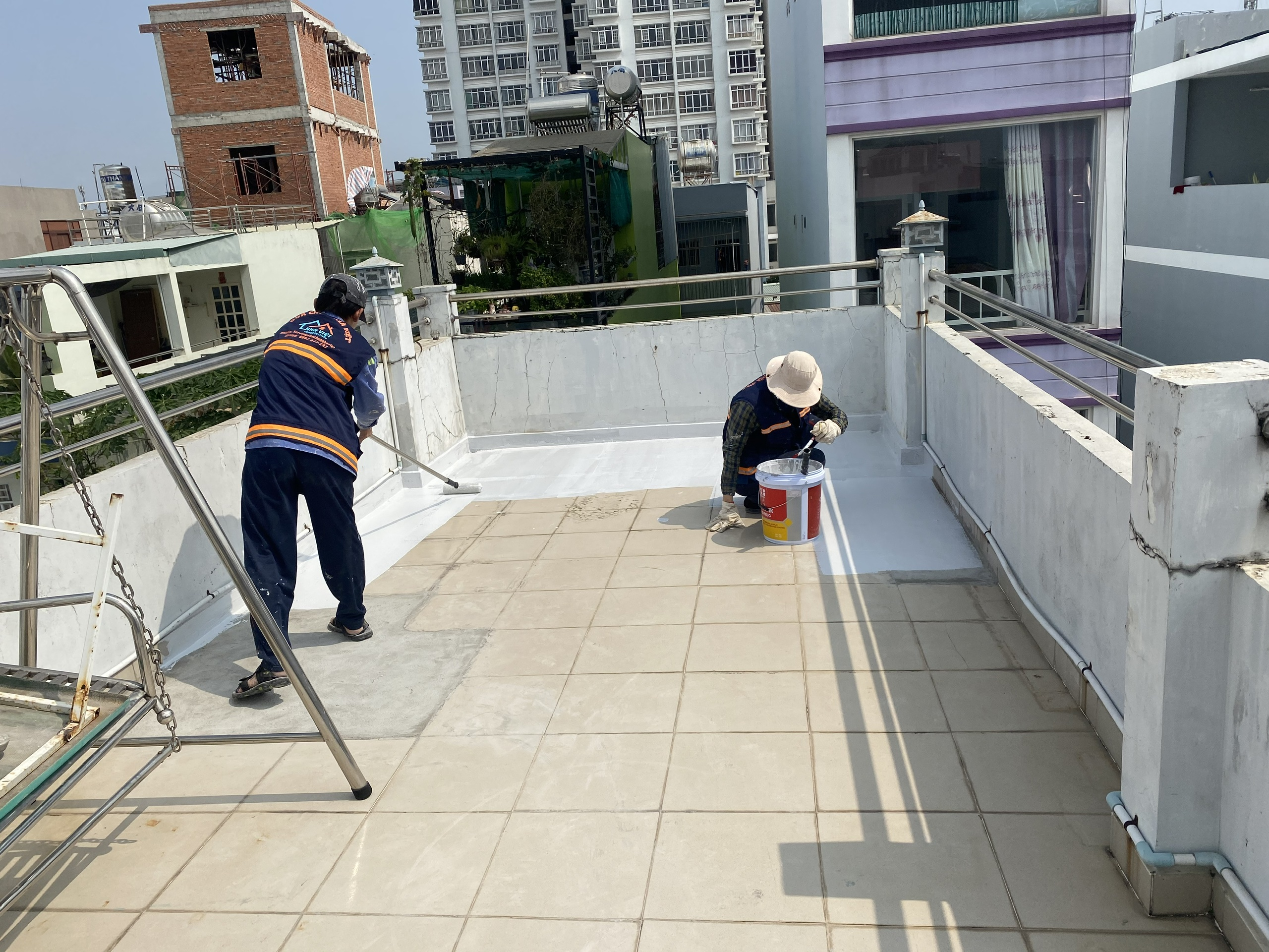 dich vu chong tham san thuong chung cu biet thu 10 - Dịch vụ chống thấm sân thượng chung cư bảo hành 5 năm