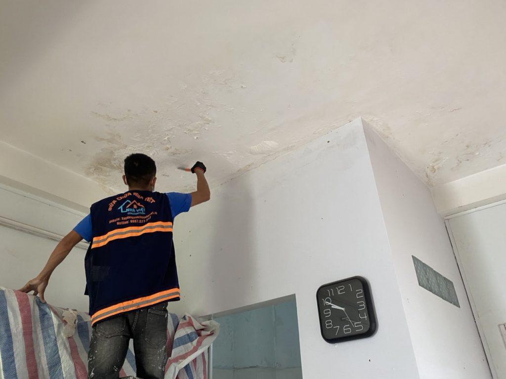 xu ly chong tham tran nha 7 1024x767 - Cách Xử lý chống thấm trần nhà hiệu quả cao tại TPHCM