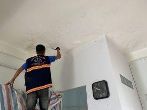 xu ly chong tham tran nha 7 300x225 - Cách Xử lý chống thấm trần nhà hiệu quả cao tại TPHCM