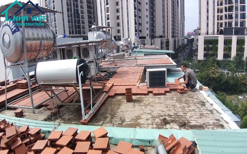 chong tham san thuong tai quan 10 2 - Chống thấm sân thượng nhà phố tại quận 10 – công trình nhà Chú Ngọc