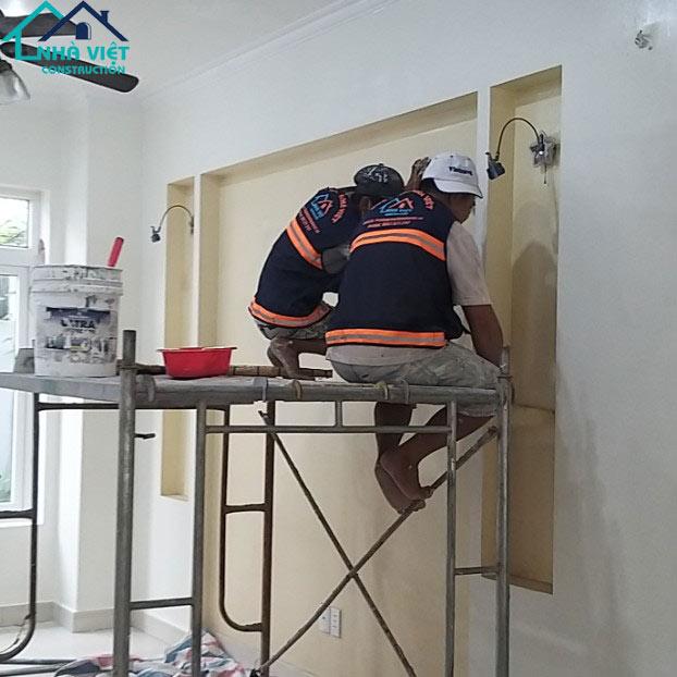 thi cong son nuoc tai quan 7 1 - Sửa nhà phố tại quận 7 TPHCM – công trình nhà Chị Hương