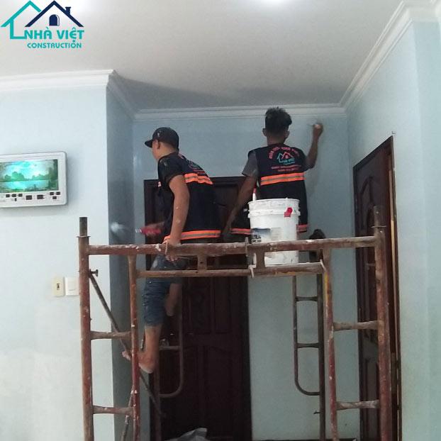 thi cong son nuoc tai quan 7 2 - Sửa nhà phố tại quận 7 TPHCM – công trình nhà Chị Hương